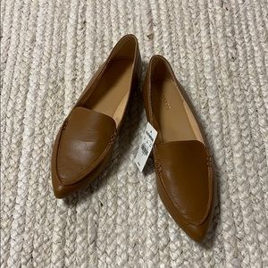 NEW Express Pointed Toe Tan Vegan Leather Flat, 8